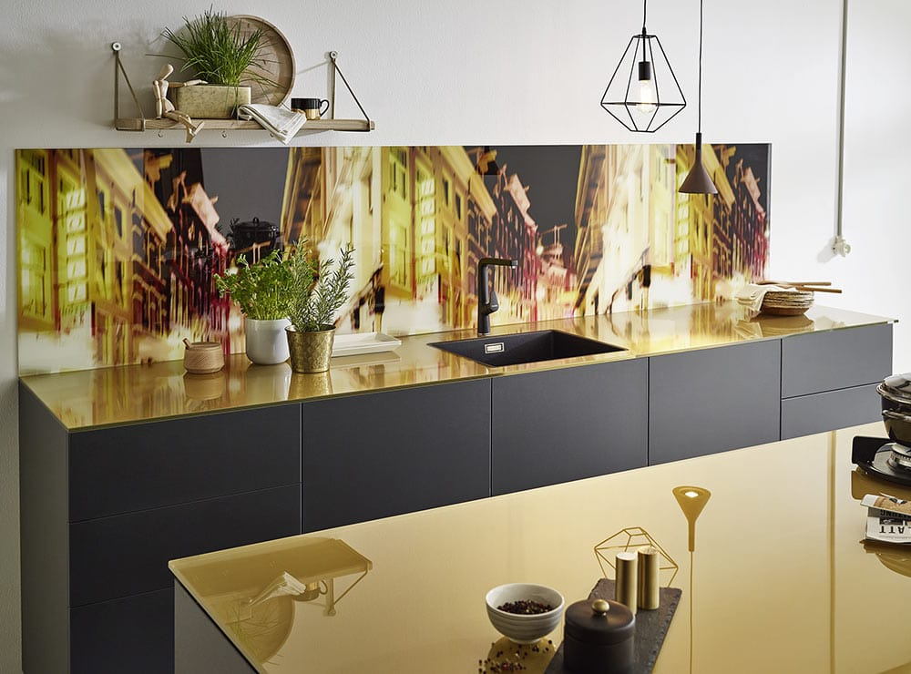 kuechenkultur-kuechenstudio-arbeitsplatten-glas - © Lechner