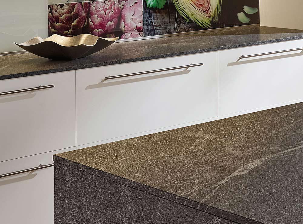 kuechenkultur-kuechenstudio-arbeitsplatten-granit - kuechenstudio-guestrow-arbeitsplatten - © Lechner